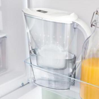 Mise en situation de la carafe Marella dans un réfrigérateur
